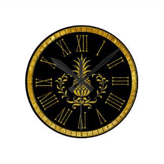 Abacaxi da hospitalidade e seu fundo da cor relógio redondo