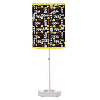Abajur Luz abstrata preta e amarela da mesa