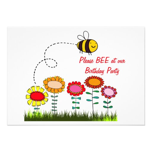 Abelha que zumbe uma festa de aniversário do jardi convite personalizados