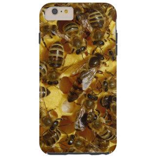 Abelhas do mel na colmeia com a rainha no meio capa tough para iPhone 6 plus