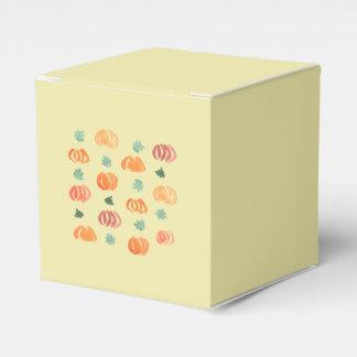 Abóboras com a caixa clássica do favor das folhas
