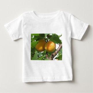 Abricós maduros que penduram na árvore. Toscânia, Camiseta Para Bebê