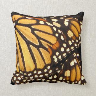 Abstrato da borboleta de monarca almofada