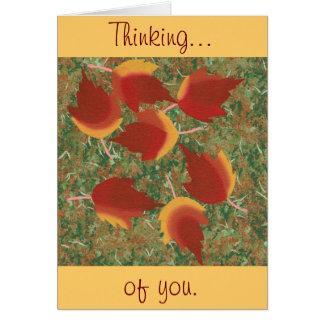 Abstrato do bordo vermelho de folhas de outono na cartão comemorativo