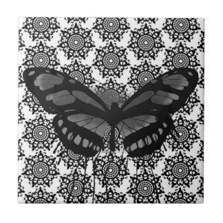 Abstrato preto com azulejo das borboletas