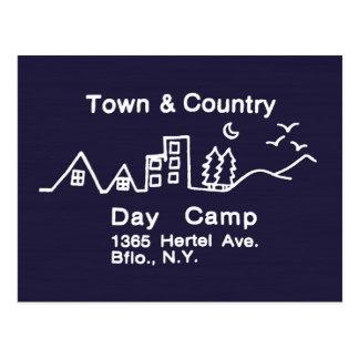 Acampamento de dia da cidade & do país cartão postal