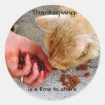 Acção de graças que compartilha com os animais adesivo em formato redondo