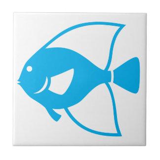 Acento branco do banheiro do azulejo dos peixes