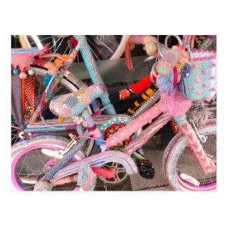 Acessórios feitos malha da bicicleta cartão postal