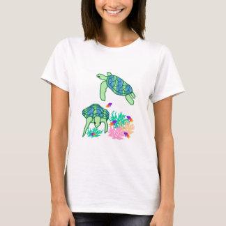 Acima da camisa da tartaruga de mar do resto