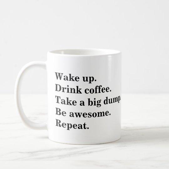 Acorde. Beba o café. Tome uma descarga grande. Caneca De Café