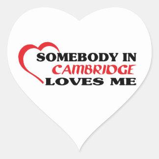 Adesivo Coração Alguém em Cambridge ama-me