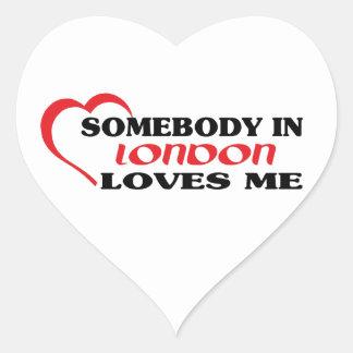 Adesivo Coração Alguém em Londres ama-me