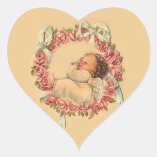 Adesivo Coração Anjo do bebê do vintage que dorme em uma grinalda