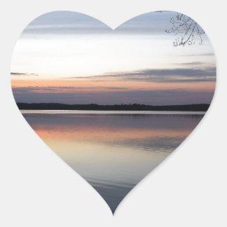 Adesivo Coração As nuvens cor-de-rosa refletem no lago júnior no