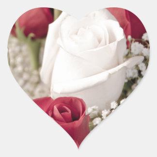 Adesivo Coração buquê das rosas vermelhas com o um rosa branco no