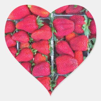 Adesivo Coração Caixas enchidas com as morangos vermelhas