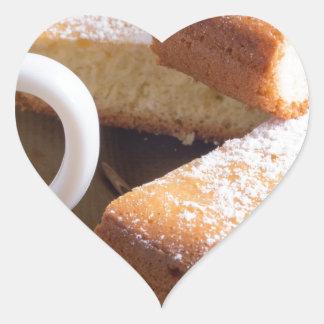 Adesivo Coração Chá e uma placa de biscoitos frescos