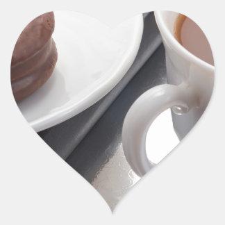 Adesivo Coração Copo branco com cacau e o biscoito com cobertura