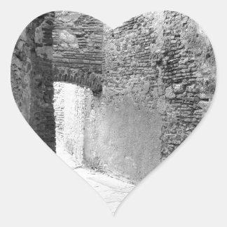 Adesivo Coração Corredores escuros de uma estrutura velha do