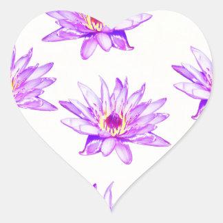 Adesivo Coração creme das flores de lótus manchado de tinta