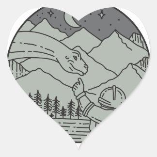 Adesivo Coração Do círculo tocante do Brontosaurus do astronauta
