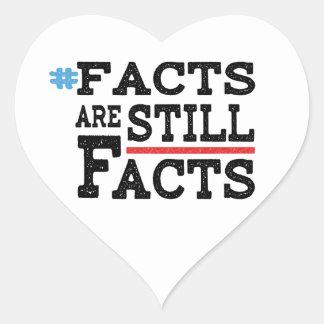 Adesivo Coração #FactsAreStillFacts