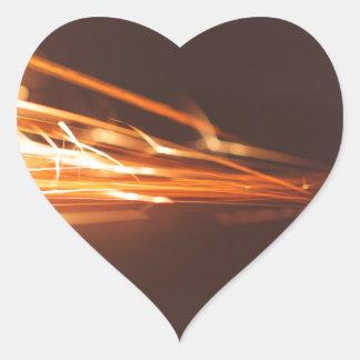 Adesivo Coração Ferramenta de aço em um moedor com faíscas