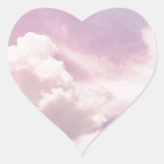 Adesivo Coração Flutuação em nuvens roxas macias
