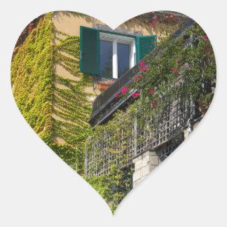 Adesivo Coração Folhas coloridas na casa