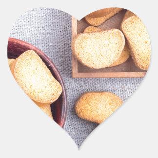 Adesivo Coração Ideia superior das partes de pão secado
