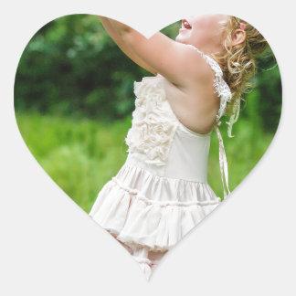 Adesivo Coração Menina que trava um Butterly