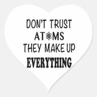 Adesivo Coração Não confie átomos que compo tudo