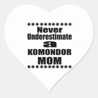 Adesivo Coração Nunca subestime a mamã de KOMONDOR