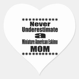 Adesivo Coração Nunca subestime a mamã Eskimo americana diminuta