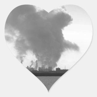 Adesivo Coração Paisagem industrial ao longo da costa