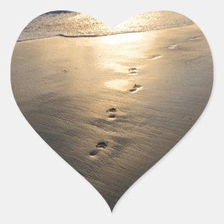 Adesivo Coração Pegadas de desaparecimento