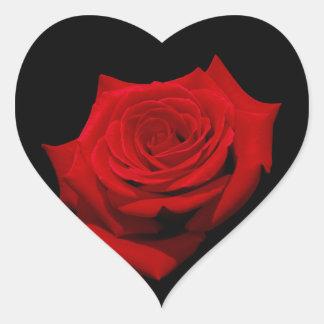 Adesivo Coração Rosa vermelha no fundo preto