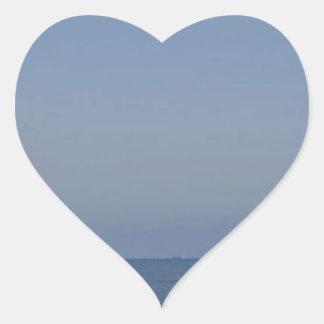 Adesivo Coração surfistas que esperam uma onda