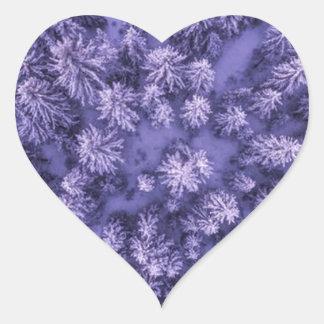 Adesivo Coração Tiro completo do quadro das folhas