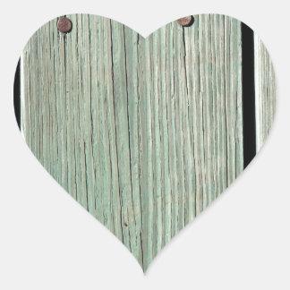 Adesivo Coração Verde e passagem de madeira da prancha de Brown