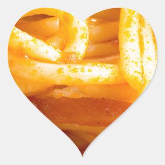 Adesivo Coração Vista macro detalhada nos espaguetes cozinhados em