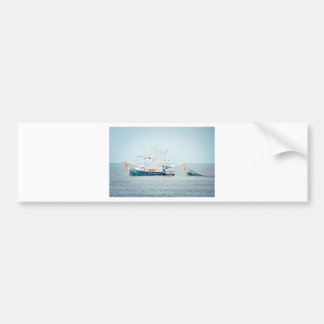 Adesivo De Para-choque Barco azul do camarão no oceano