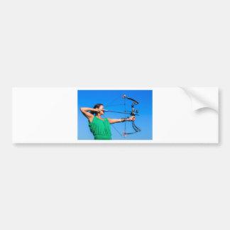 Adesivo De Para-choque Jovem mulher que aponta a seta do arco composto
