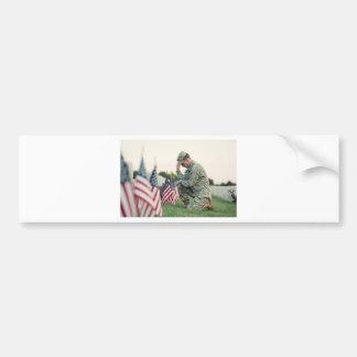 Adesivo De Para-choque O soldado visita sepulturas no Memorial Day