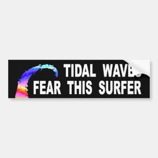 Adesivo De Para-choque Os maremotos temem este surfista