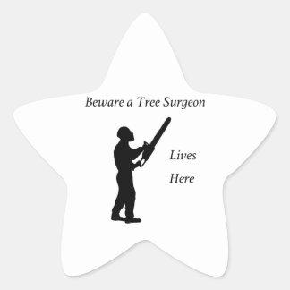 Adesivo Estrela Arborist do cirurgião de árvore na serra de cadeia