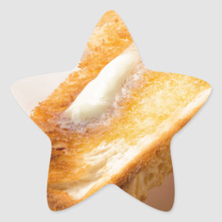 Adesivo Estrela Brinde quente com manteiga em um fim-acima branco
