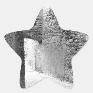 Adesivo Estrela Corredores escuros de uma estrutura velha do