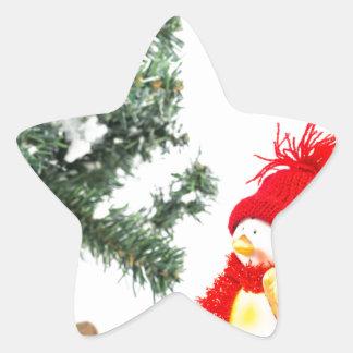Adesivo Estrela Estatueta do pinguim com esquis e árvore de Natal